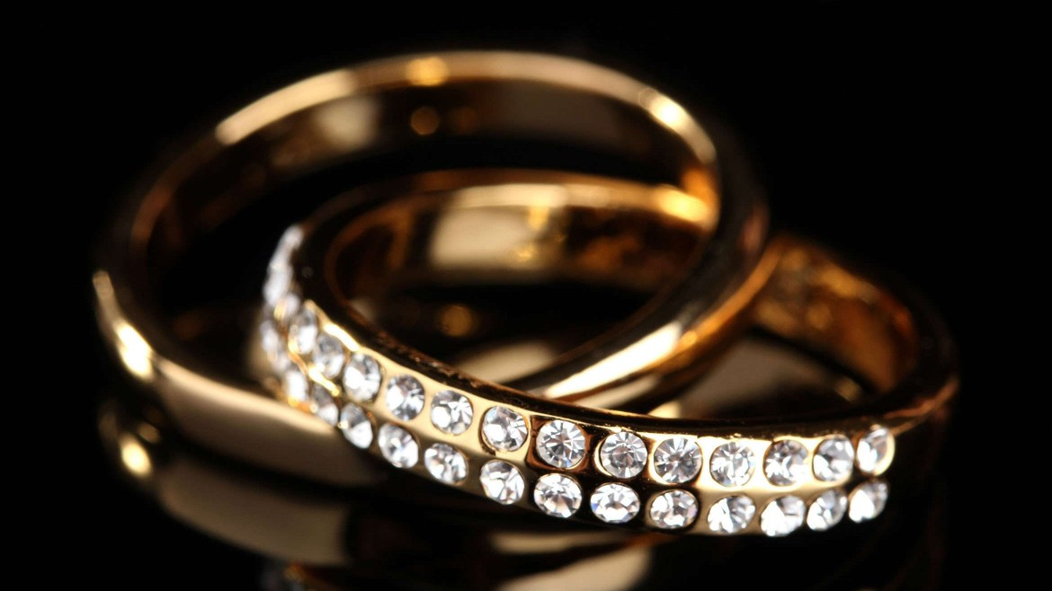 Engagement Rings: a Buyer's Guide